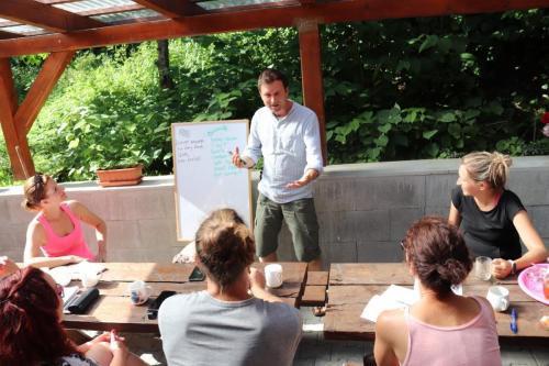 Bridges-and-walls-communication-lesson-scaled